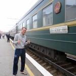 Ruud Boon poseert naast de Russische trein!