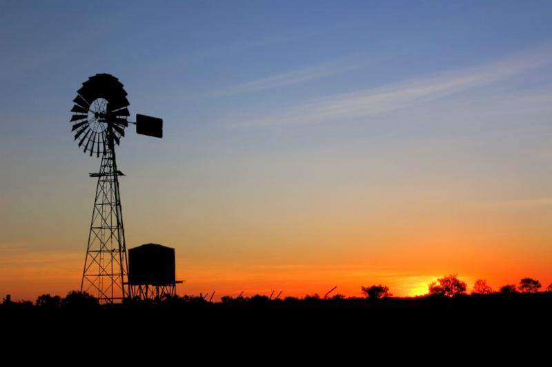 Een prachtige ondergaande zon in Australie, outback! Photo: Bro, warren!